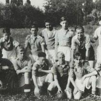 Jeugd 1932 - 1933  Vankan, Bertrand, Rirley Gerards, Smeets, Grein, Voncken, Bertrand  Foto is genomen op het terrein bij het station
