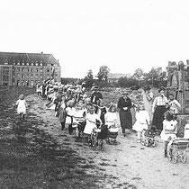 Kinderoptocht t.g.v. het 25 jarig regeringsjubileum van Koningin Wilhelmina september 1923