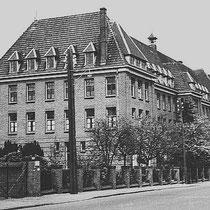 wegens de geringe bezetting werd het gezellenhuis, einde 1934 gesloten, terwijl een gedeelte van het gezellenhuis, te lutterade onderverhuurd werd