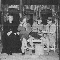 """In juni 1945 werd gestart met 2 verkennerstroepen, beide met 2 patrouilles junior-verkenners en in september 1945 met een troep seniorverkenners  Ook in 1946 werd het eerste zomerkamp van de Verkenners gehouden en wel in """"de Rode Put"""" in Simpelveld"""
