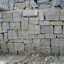 Trockenschlichtung in Steinkörben