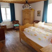 Erstes Schlafzimmer mit Zustellbett