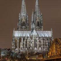 Ein selten gewordenes Bild. Der Kölner Dom mit Schnee bedeckt