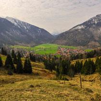 Blick auf Bayrischzell von der Straße ins Sudelfeld (B307).