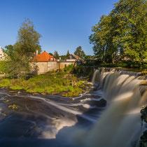 Wasserfall Kaila-Joa mit Kraftwerk und Herrenhaus