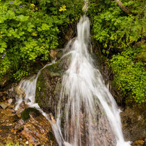 Zahreiche Wasserfälle auf dem Weg hinauf