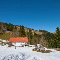 Langsam verschwindet der letzte Schnee (Alte Lampl Alm links oben)