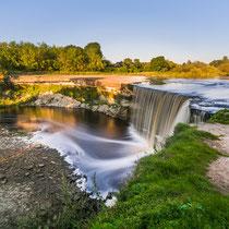 Blick über den Wasserfall von Jägala