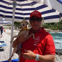 """Annabelles größter Fan auf Sizilien...der Lifeguard (so sehn die übrigens in ECHT aus,von wegen """"Baywatch"""",grins)"""