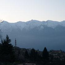 Auf den Gipfeln liegt tatsächlich Schnee.