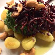 Gnocchi mit Rahmspinat und gerösteter Roter Beete