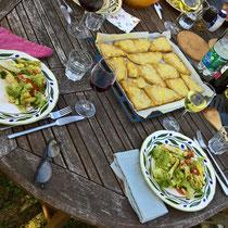 Einladung von lieben Gästen zum Abendessen, Polenta mit Salat