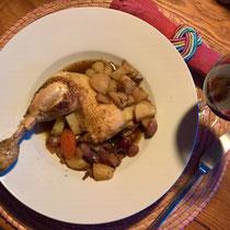Hühnerkäule in Sauce mit Kartoffeln und Zwiebelchen