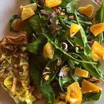 Lauch-Quiche mit Wildkräutersalat und Orangen