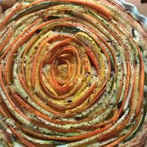 Quiche mit Karotten und Zucchini