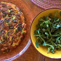 Wildkräuter-Tortilla mit wildem Feldsalat und Fetthenne