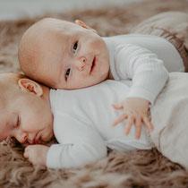 Newbornfotografie | Babyfotos |Zwillinge | Säugling | Homestory | Portraitfotografin Rebecca Adloff |  Ruhrgebiet, Essen, Bochum, Düsseldorf, Köln, Hamminkeln NRW