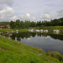 Der kleine Hafen Höxter liegt am Radweg nach Schloß Corvey