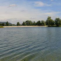 Der See ist sehr sauber und hat 2 schöne Sandstrände