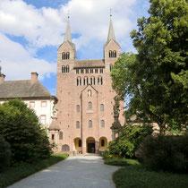 Corvey besitzt das älteste und einzige fast vollständig erhaltene karolingische Westwerk.