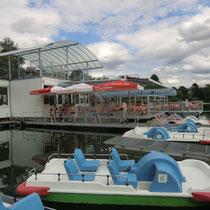 An einem zweiten See ganz in der Nähe kann man Tretboote mieten