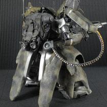 マシンガンはベルトリンク方式に変更。 バックパックはギラドーガを芯にジャンク貼りつけ。下部はマラサイです。