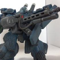武器はゼクのマシンガンとMGの武器でミキシング。気が付けば200㎜の銃口をもつスマートガンになっていました。