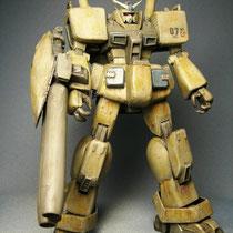 武器はイラストからフルアーマーガンダムのような2連ビームガンと勝手に解釈。