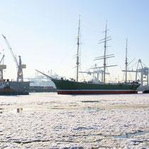 16. Platz 123 Pkt. - Rickmer Rickmers beim Verholen, Hamburger Hafen, Foto: Hans Dieckmeyer