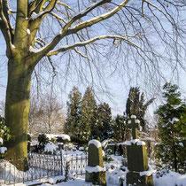 Winter auf dem Friedhof - Foto: Holger Tobuschat