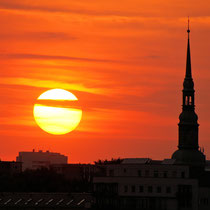 Sonnenuntergang über Hamburg - Foto: Adolf Dobslaff