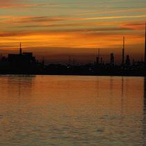 Sonnenuntergang von der alten Elbbrücke - Foto: Ulrich Beeck
