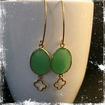 Ohrringe silbver vergoldet mit grünem Calzedon und Cloveranhänger - Auf Bestellung 46 Euro
