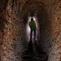 Intérieur d'une galerie de mine antique creusée à la pointerolle sur la montagne de Larla