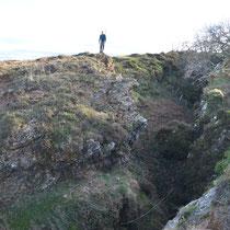 Mine de fer à ciel ouvert creusée à la Renaissance sur la crête de Larla