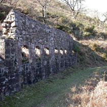 Patrimoine industriel sur le sentier d'interprétation de Larla (trémies pour le chargement du minerai de fer)