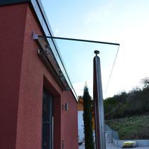 Unterkonstruktion aus Rundrohr Edelstahl, Glas VSG 20 mm stark
