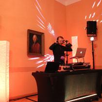 cooler neuer DJ Tisch :)