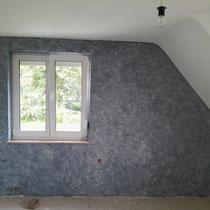Zimmerwand  nach der Renovierung in Lasurfarbtechnik.