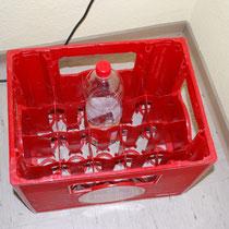 Testen ob die Flasche auch in den kasten passt.