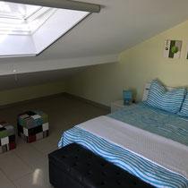 Ein zusätzliches Dachfenster sorgt für ausreichend Licht