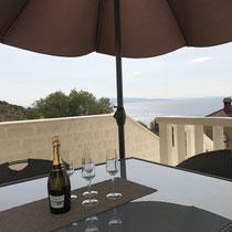 Von der Terrasse hat man eine schöne Aussicht