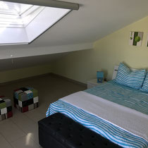 An additional skylight ensures enough light in the bedroom