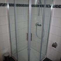 Die Dusche ist ausreichend gross und qualitativ ausgestattet
