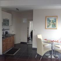 Essbereich und Küche, modern ausgestattet