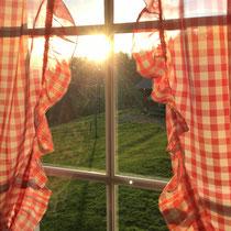 Sonnenuntergang durch das Stubenfenster