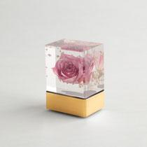 【ミニ骨壷(少量用)】商品名:守り箱※生け花を封じ込めたアクリルミニ骨壷 28,500円(税抜き)