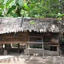 Ein Bauer sein Einkommen verbessert. Dies ist sein altes Haus