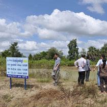 Wir schauen uns ein Dorfprojekt an, es wurde ein Wasserreservoir angelegt.