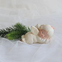 Schlafender Engel aus Keramik in cremeweiß
